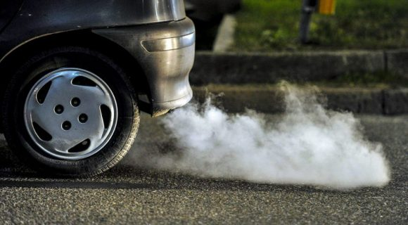 Europa pide que coches y furgonetas recorten un 40% sus emisiones