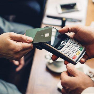 Acuerdo de la banca para aumentar el límite de pago 'contactless' a 50 euros