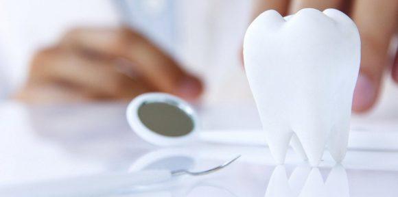 Sentencia a favor de un consumidor por fracaso de tratamiento de implantología dental