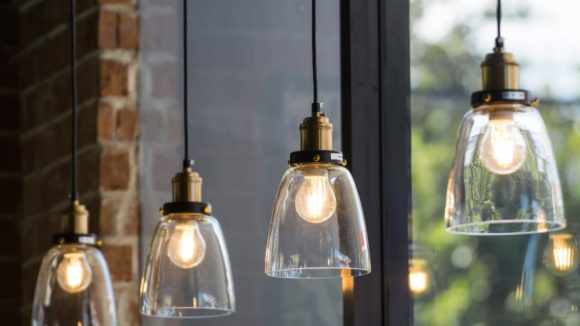 El precio de la luz cambia de tendencia y podría subir en mayo