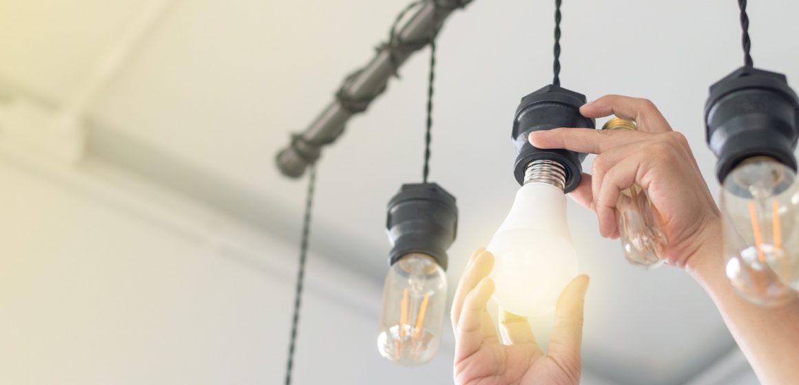 El precio de la luz cerrará junio con una subida en torno al 7%