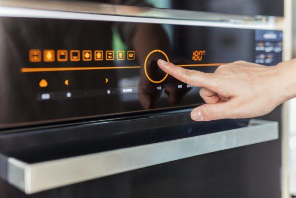 Tarifas horarias o usar bien los electrodomésticos, claves para ahorrar hasta 256 euros en electricidad