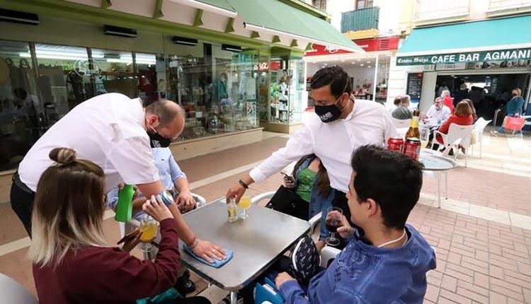 El 72% de los consumidores gasta menos que antes de la pandemia en bares y restaurantes