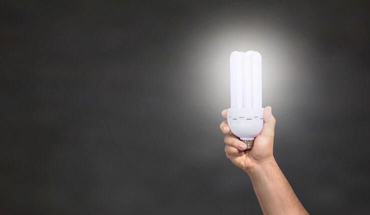 Cómo ahorrar en la factura de la luz este verano