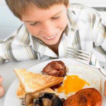 Los niños españoles deben disminuir el consumo de proteínas